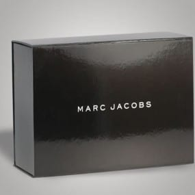 Marc-Jacobs_Black-and-White-Shiny-Box_Packaging-600x380